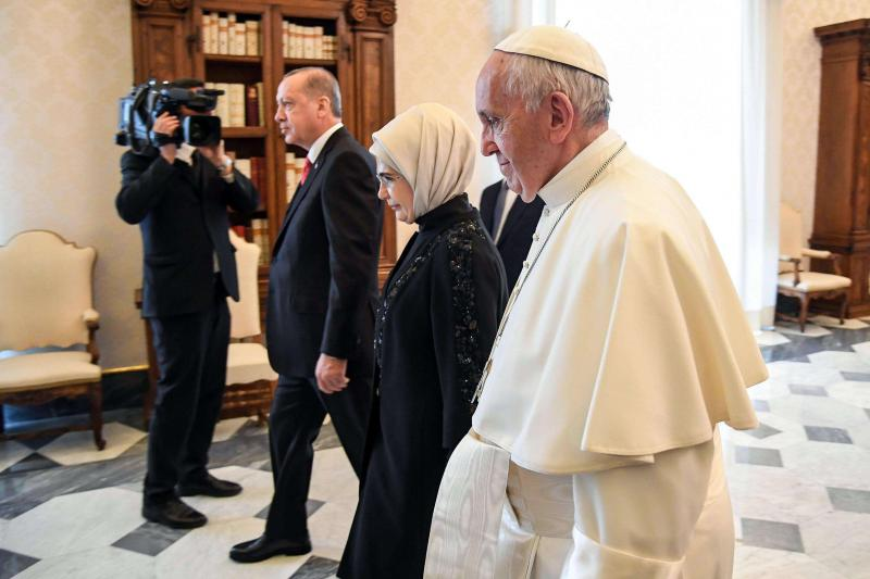 Turkish President Recep Tayyip Erdogan (L) and his wife meet Pope Francis at the Vatican, on February 5.  (AP)