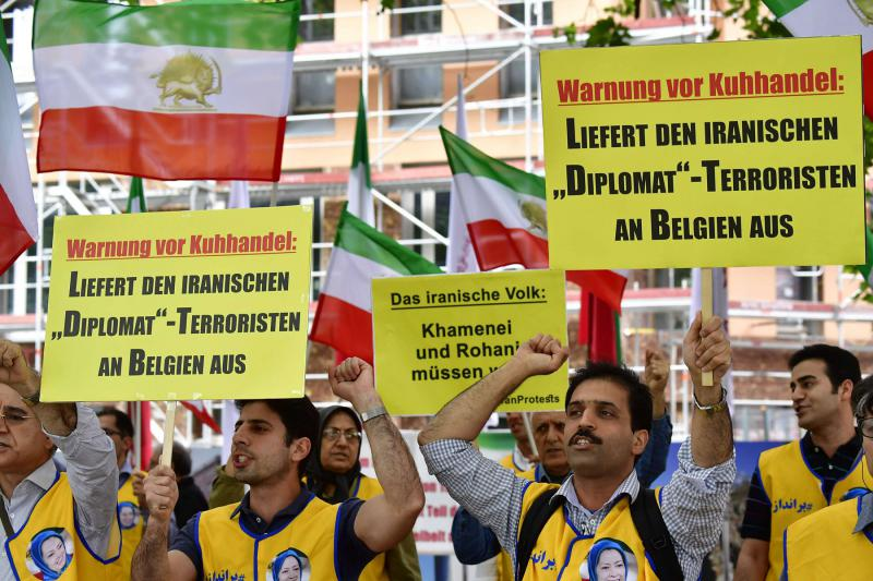 Turning the heat up. Activists of the National Council of Resistance of Iran (NCRI) protest to call for the extradition of Iranian diplomat Assadollah Assadi to Belgium in Berlin, on July 11. (AFP)