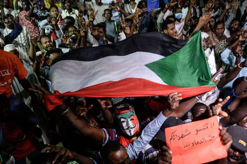 Sudanese protesters gather for a sit-in outside the military headquarters in Khartoum on May 19, 2019. (AFP)
