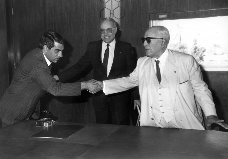 A January 1986 file photo shows former Tunisian President Habib Ben Ali Bourguiba (R) shaking hands with his then-prime minister Zine El-Abidine Ben Ali. (AFP)