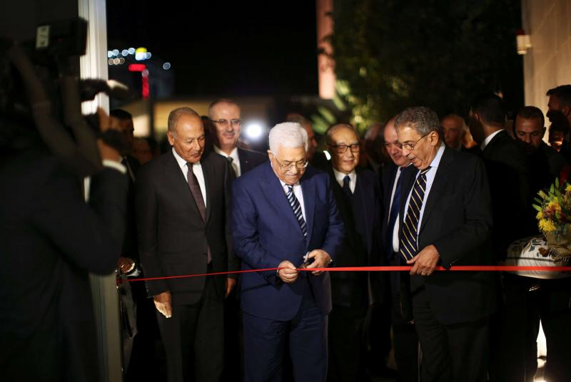 Palestinian President Mahmoud Abbas (C), Arab League Secretary-General Ahmed Aboul Gheit (L) and former Arab League Secretary-General Amr Moussa (R) during the opening of a museum honouring the late Yasser Arafat, in Ramallah, Nov 9, 2016. (Reuters)