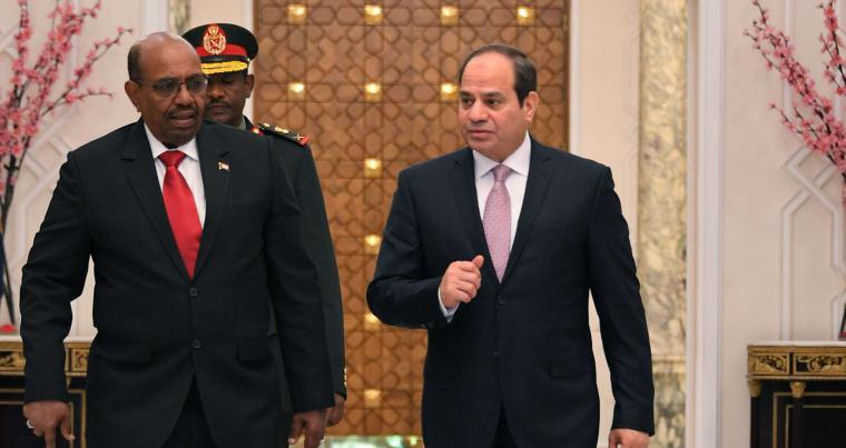 Egyptian President Abdel Fattah al-Sisi (R) walks with his Sudanese counterpart Omar al-Bashir following their meeting in Cairo, on March 19. (Egyptian Presidency)