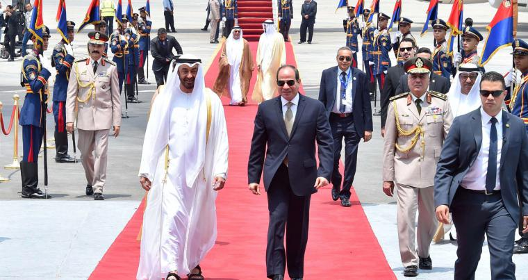 Egyptian President Abdel Fattah al-Sisi (2nd R) walks with Abu Dhabi Crown Prince Sheikh Mohammed bin Zayed al-Nahyan on his arrival at Cairo's airport, on August 7. (Egyptian Presidency)