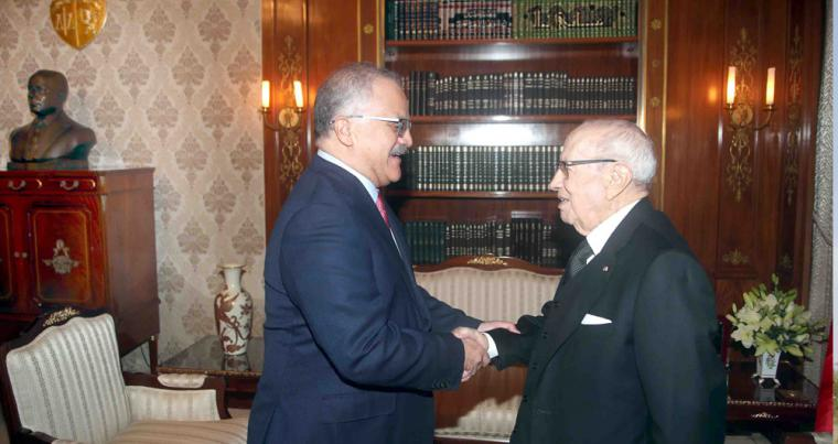 Historic icon. President Beji Caid Essebsi (R) receives Haitham El-Zobaidi. The bust of first Tunisian President Habib Bourguiba is at the top left of the background. (Tunisian Presidency)