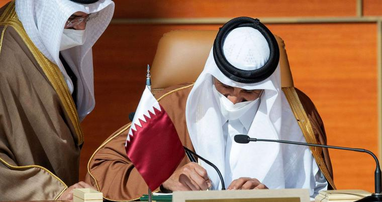 Qatari Emir Sheikh Tamim bin Hamad al-Thani signing GCC summit documents in the Saudi city of Al-Ula, January 5, 2021. (AFP)