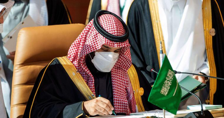 "Saudi Crown Prince Mohammed bin Salman bin Abdulaziz signs the ""Solidarity Agreement"" during the opening session of the 41st Gulf Cooperation Council (GCC) summit in the Saudi city of Al-Ula, January 5, 2020. (AFP)"
