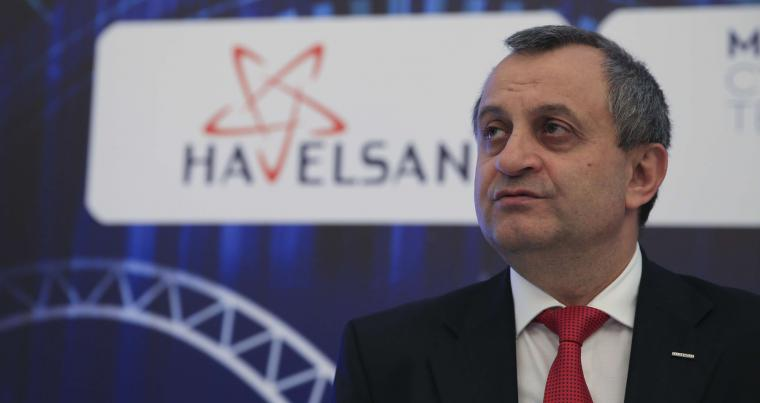 Ahmet Hamdi Atalay, general manager and CEO of Havelsan, promoting his company's application. (ANA)