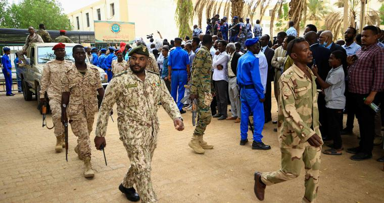 Sudanese security forces deploy outside the Khartoum courthouse during the trial of Sudan's ousted president Omar al-Bashir in the Sudanese capital, on July 21, 2020. (AFP)