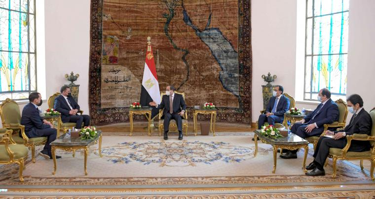 Egyptian President Abdel Fattah al-Sisi (C) meets with Libya's interim prime minister Abdul Hamid Dbeibah (2nd-L) at the Ittihadia presidential palace in the capital Cairo, February 18, 2021.(AFP)
